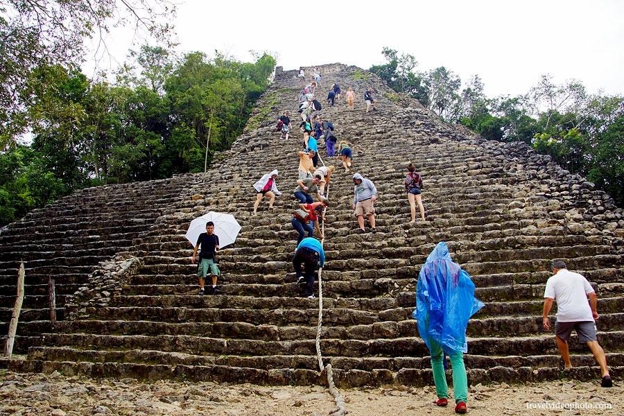 Очень сложно спускаться с этой пирамиды