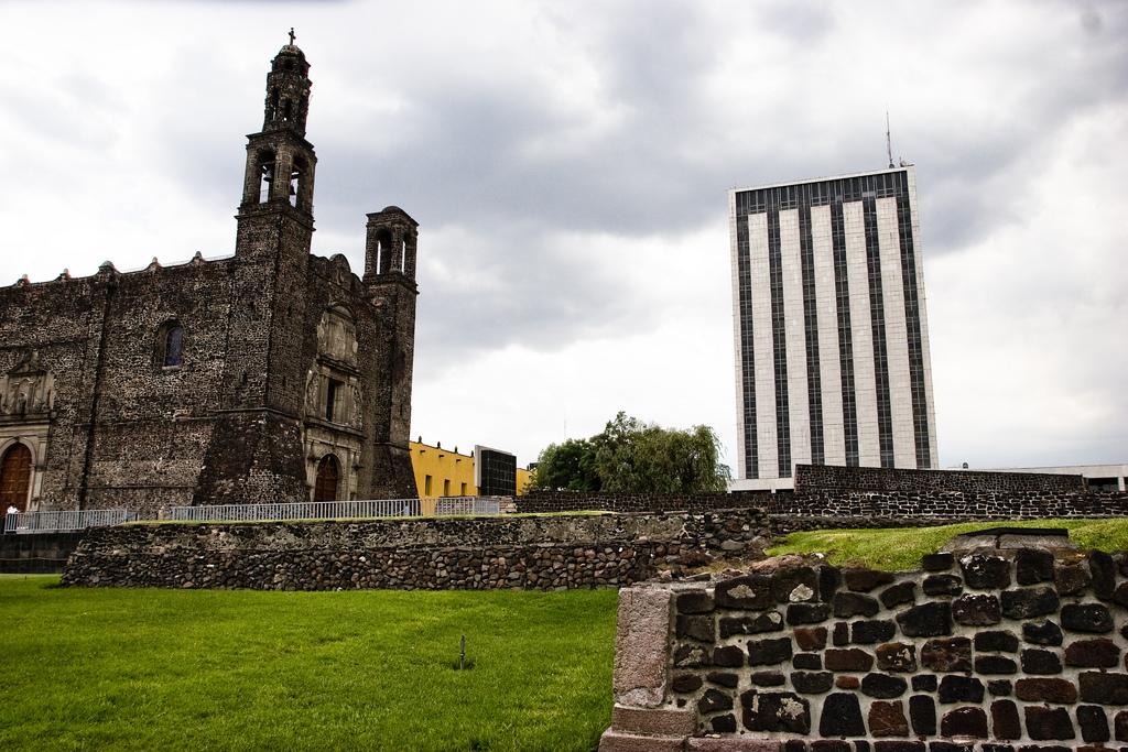 Площадь Трёх Культур в Мехико