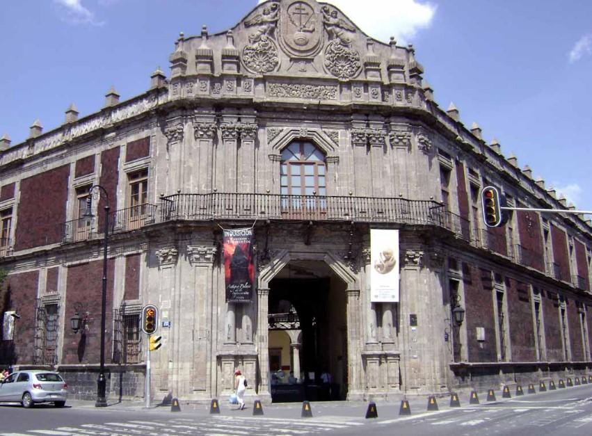 Музей мексиканской медицины (дворец Инквизиции) в Мехико
