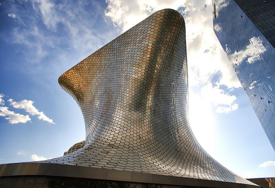 Музей-наковальня в Мехико