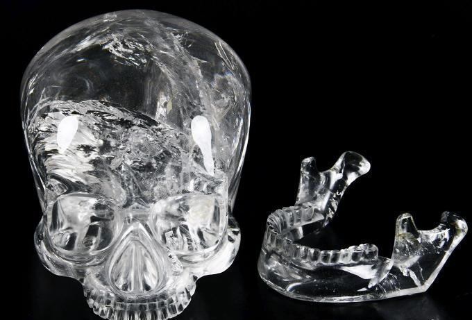 Хрустальный череп майя