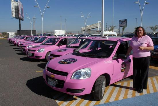 Автомобили такси розового цвета
